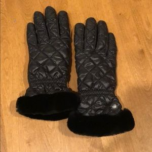 UGG black gloves, never used